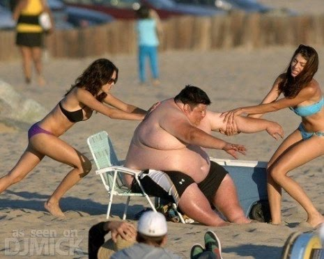 Fat_Guy_Having_Trouble_At_The_Beach_21.jpg
